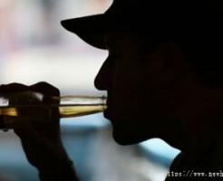 うつな気分では飲酒しないほうが良い