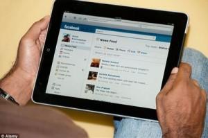 スマホでSNSやFacebookの使いすぎはうつ病の原因になります